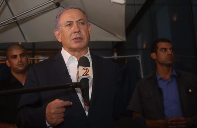 PM Benjamin Netanyahu speaking at Sarona Market, June 9 2016.  (photo credit: MARC ISRAEL SELLEM)