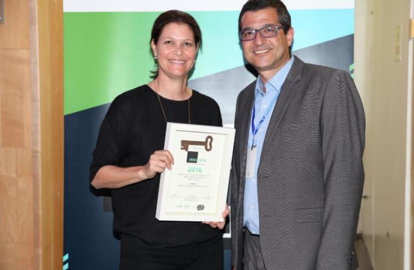 Netafim's Rachel Shaul accepts the prize from  Ronen Ofer of the Israel Innovation in Marketing Forum (photo credit: AYA YEKUTIEL HAKTIN)