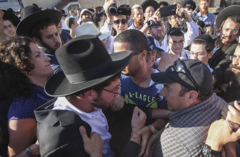 Altercation between haredi and non-Orthodox worshipers at the Western Wall, June 16, 2016 (photo credit: MARC ISRAEL SELLEM/THE JERUSALEM POST)