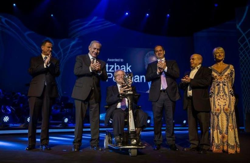 Itzhak Perlman (center) receives the 2016 Genesis Prize at a ceremony in Jerusalem, June 23, 2016 (photo credit: LIOR MIZRACHI)