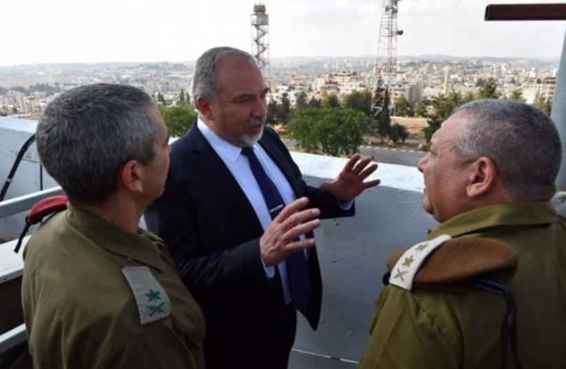 Defense Minister Avigdor Liberman (C) speaks to OC Southern Command Maj.-Gen. Roni Nume (L) and IDF Chief of Staff Lt.-Gen Gadi Eisenkot (R) (photo credit: ARIEL HERMONI / DEFENSE MINISTRY)