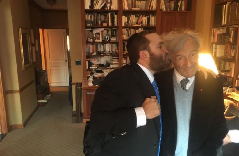 Rabbi Shmuley Boteach and Elie Wiesel (photo credit: SHTERNA BOTEACH)