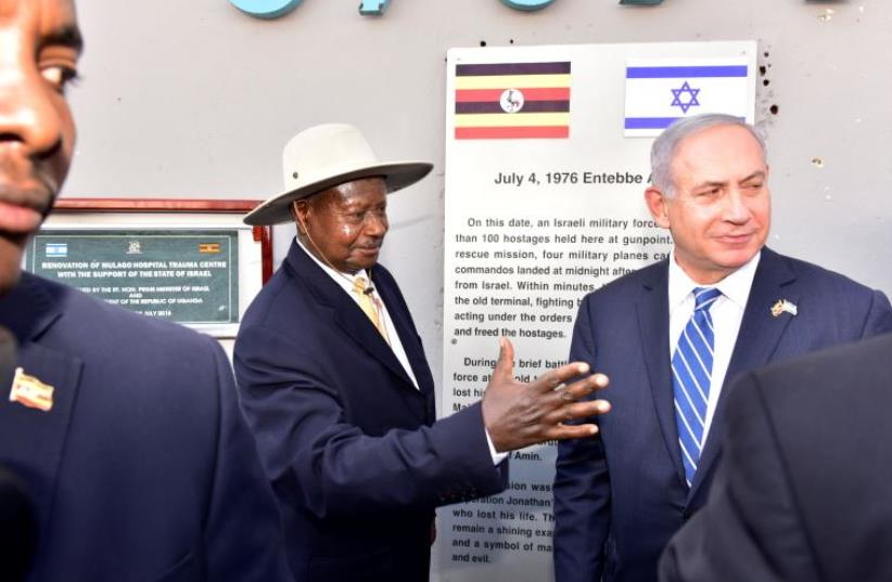 Uganda's President Yoweri Museveni (L) speaks to Israeli Prime Minister Benjamin Netanyahu (R) during a memorial service to commemorate the 40th anniversary of Operation Entebbe at the Entebbe airport in Uganda, July 4, 2016.  (photo credit: REUTERS)