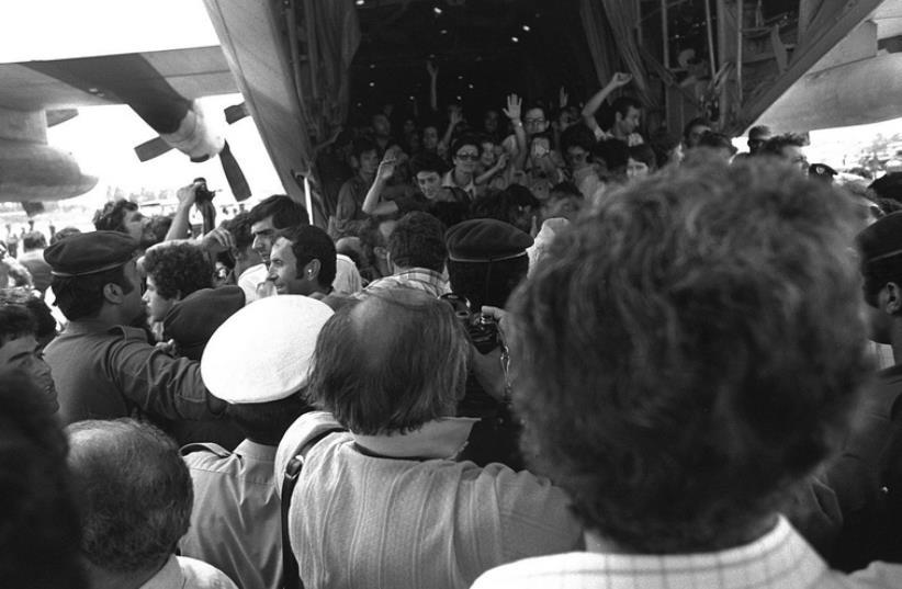 Les otages libérés de retour en Israel  (photo credit: DR)
