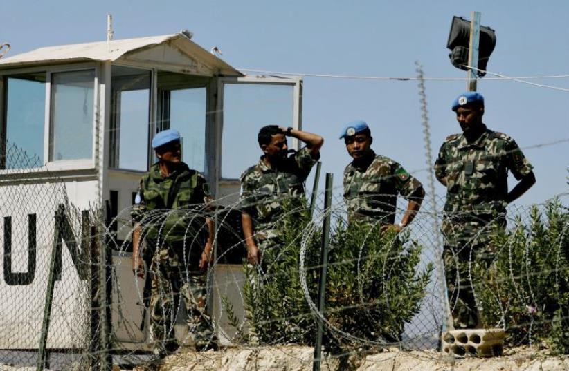 U.N. peacekeepers stand guard on the Israel-Lebanon border (2007) (photo credit: ELIANA APONTE/REUTERS)
