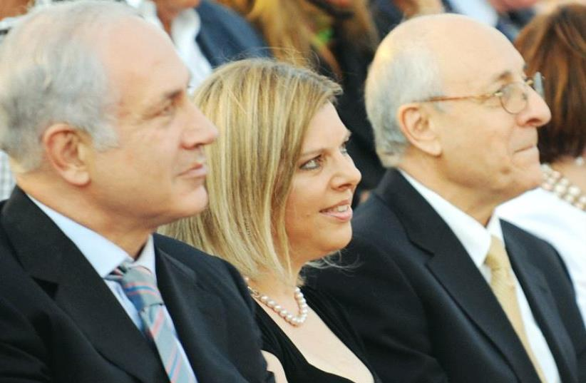 Attorney Yitzhak Molcho (right) sits with Prime Minister Benjamin Netanyahu and his wife Sara (photo credit: MOSHE MILNER / GPO)