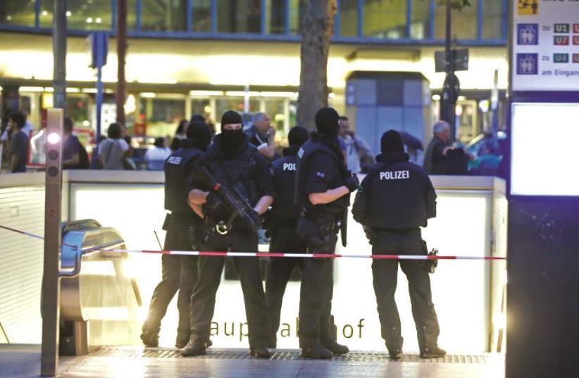 La police allemande en intervention (photo credit: REUTERS)