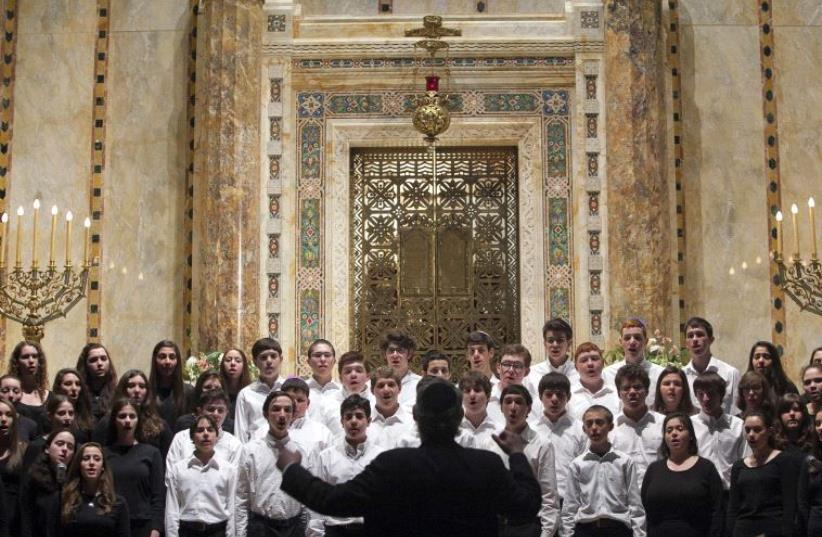 HaZamir International Jewish High School Choir sings at the Temple Emanu-El during the annual Holocaust Remembrance Day in New York April 7, 2013 (photo credit: REUTERS)