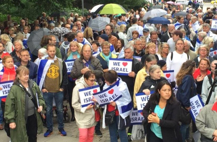 Pro-Israel demonstrators battle anti-Zionism at Swedish rally (photo credit: DANA SOMBERG)