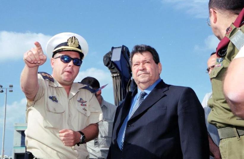Former defense minister Binyamin Ben-Eliezer visits a Navy base.  (photo credit: ASSAF RAVITZ)