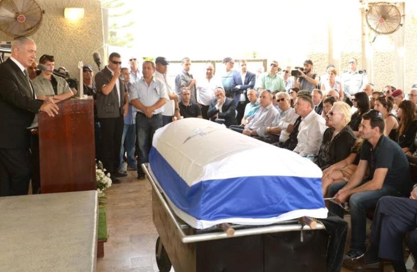 Prime Minister Benjamin Netanyahu at the funeral of former defense minister Binyamin Ben-Eliezer (photo credit: AMOS BEN-GERSHOM/GPO)