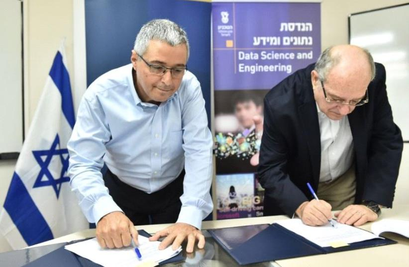 Bank Hapoalim CEO Arik Pinto and Peretz Lavie, president of the Technion – Israel Institute of Technology, signed an agreement on Tuesday to enhance their cooperation in the field of Data Science. (photo credit: Courtesy)