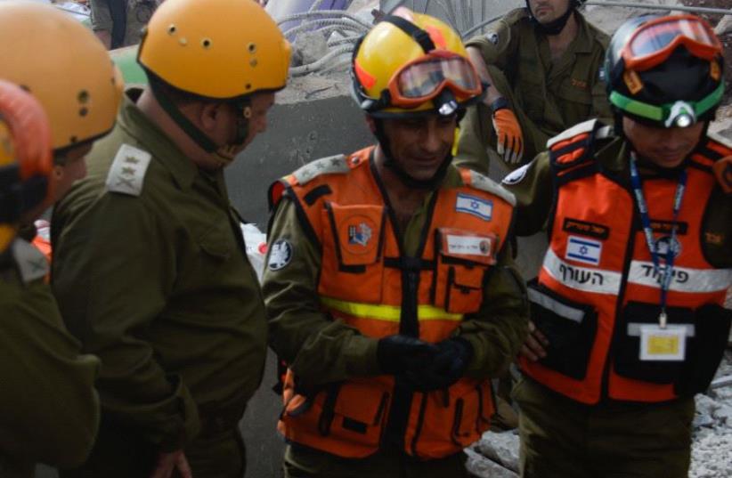 Scene of building collapse in Tel Aviv's Ramat Hachayal neighborhood (photo credit: IDF SPOKESMAN'S UNIT)