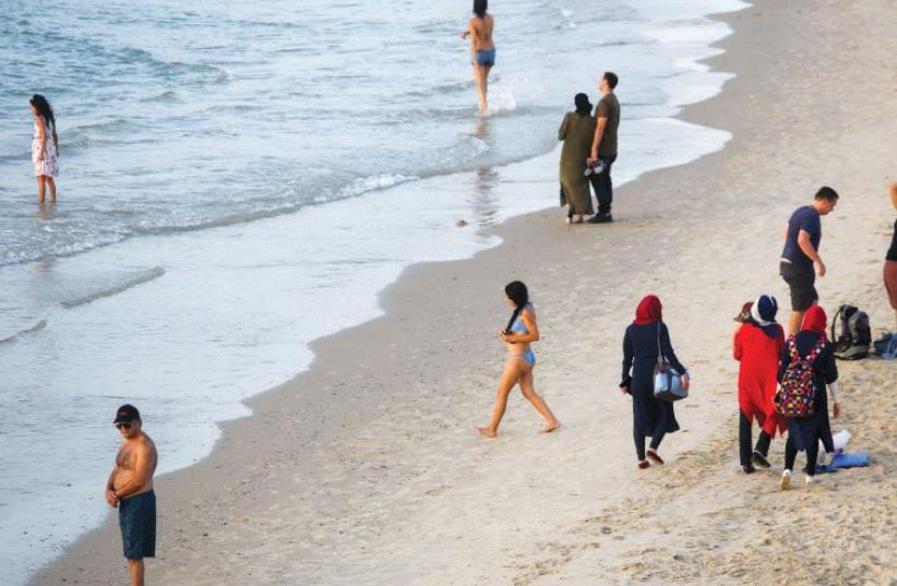 Beachgoers in Tel Aviv (photo credit: MARC ISRAEL SELLEM)