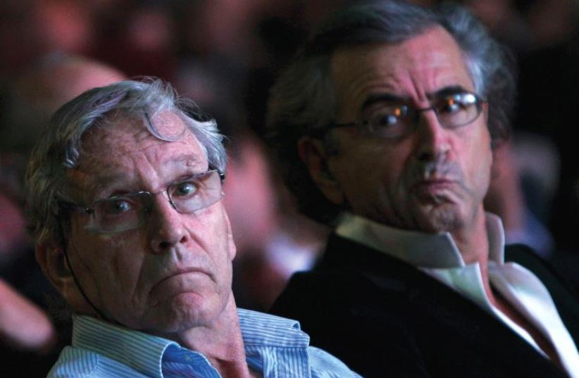 ISRAELI NOVELIST Amos Oz sits next to French philosopher Bernard Henri Levy (photo credit: REUTERS)