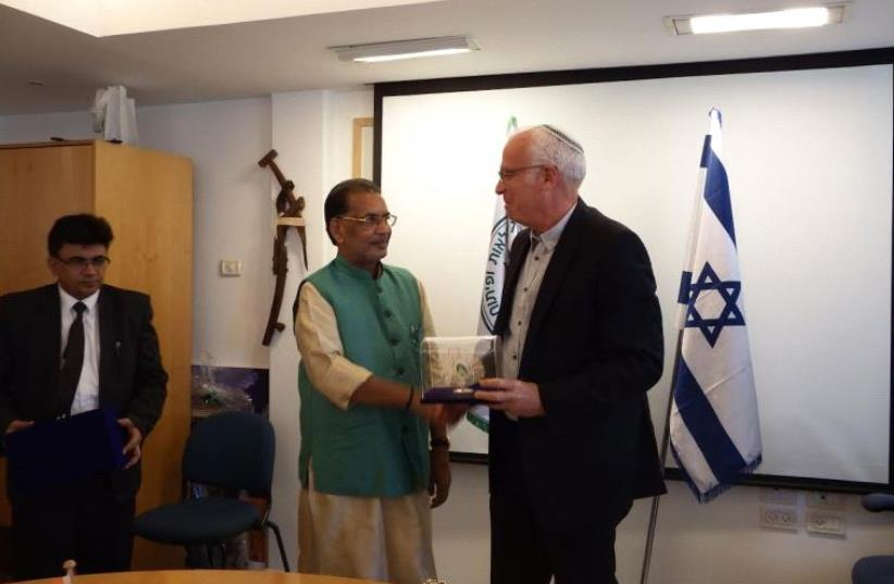 Indian Agriculture and Farmers Welfare Minister Radha Mohan Singh and Israeli Agriculture Minister Uri Ariel at the Agriculture Ministry in Beit Dagan. (photo credit: THE AGRICULTURE MINISTER'S OFFICE)