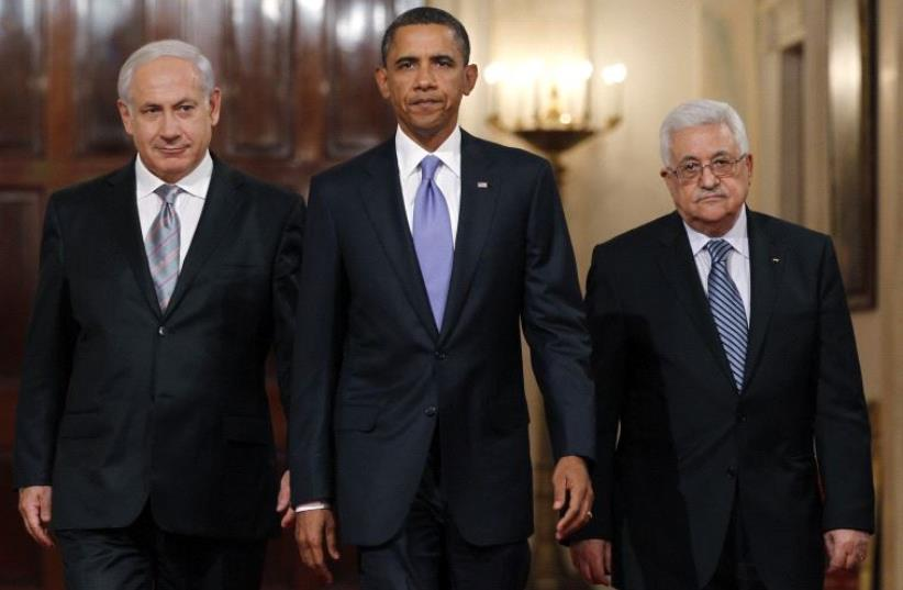 US President Barack Obama arrives with Prime Minister Benjamin Netanyahu (L) and Palestinian Authority President Mahmoud Abbas (R) in Washington September 1, 2010 (photo credit: REUTERS)