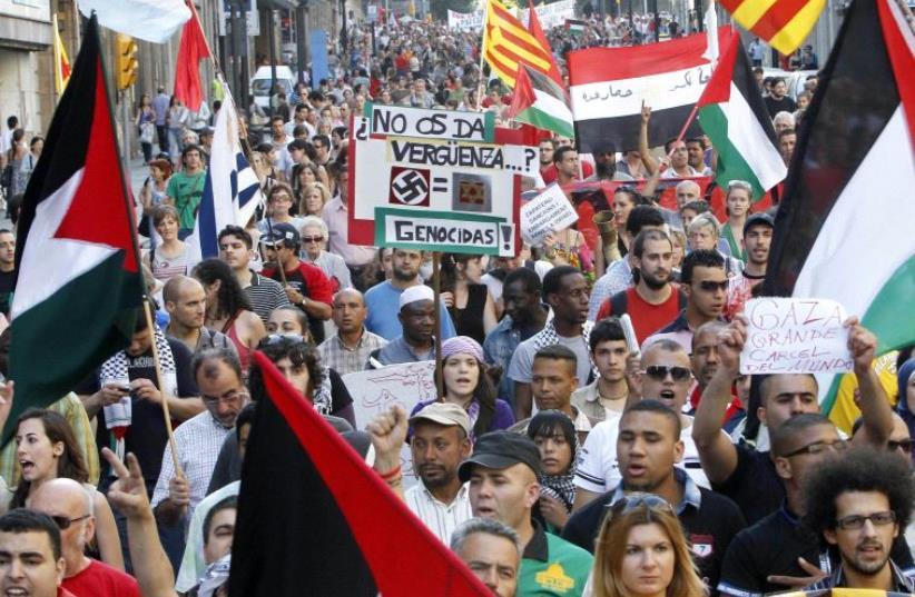 Pro-Palestinian protesters in Spain [File] (photo credit: RÉSEAU VOLTAIRE)