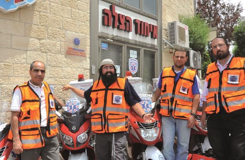 Des volontaires de tous horizons (photo credit: UNITED HATZALAH)