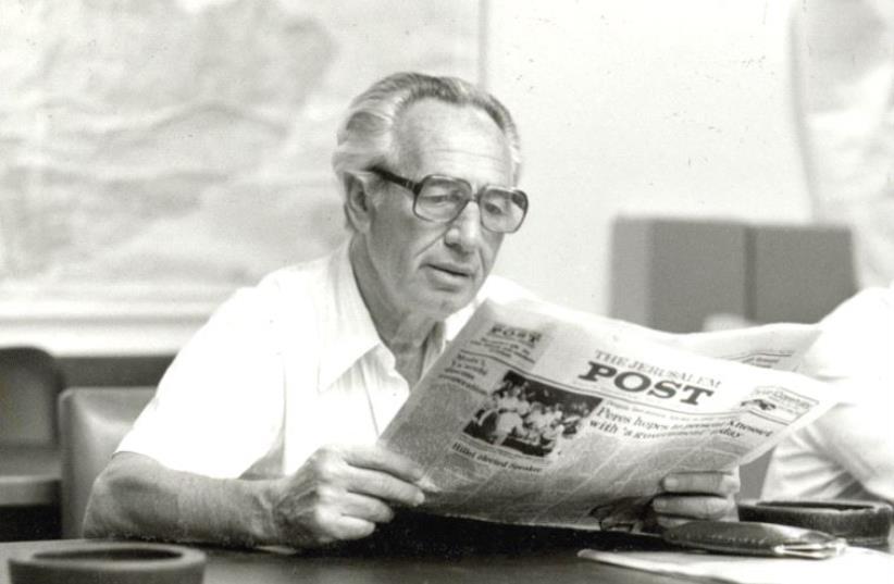 SHIMON PERES reads 'The Jerusalem Post' in January 1987. (photo credit: GUSTAVO FEINBLATT/JERUSALEM POST ARCHIVES)