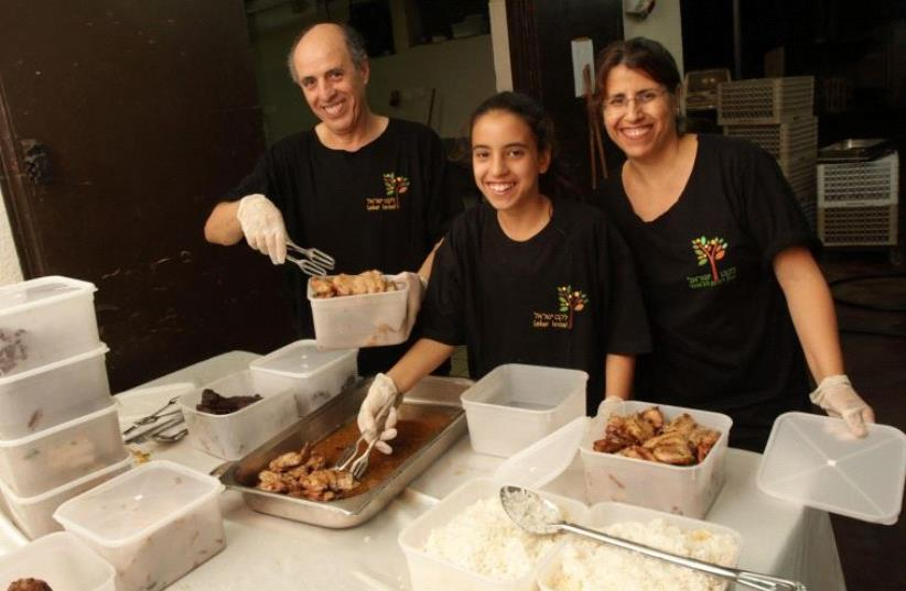 Leket volunteers prepare warm meals for the needy ahead of the holidays (photo credit: LEKET ISRAEL)
