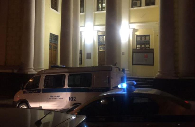 Police outside Moscow synagogue, following attack  (photo credit: MOSHE FRIEDMAN)