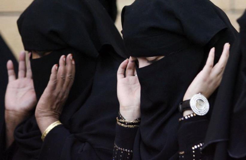 Saudi Arabia - Women praying in Riyadh (photo credit: REUTERS)