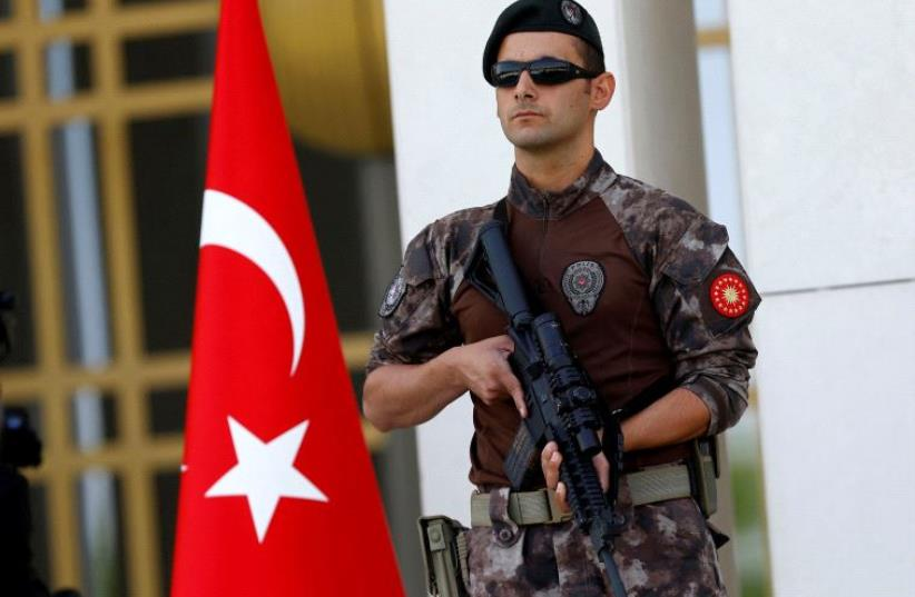 A Turkish special forces police officer guards the entrance of the Presidential Palace in Ankara, Turkey, August 5, 2016 (photo credit: REUTERS)