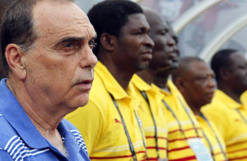 Ghana's head coach Avram Grant of Israel stands with his players. (photo credit: REUTERS)