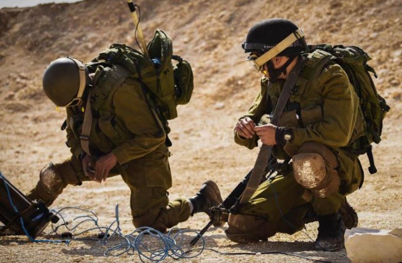 IDF Yahalom unit trains in Jordan valley (photo credit: IDF SPOKESPERSON'S UNIT)