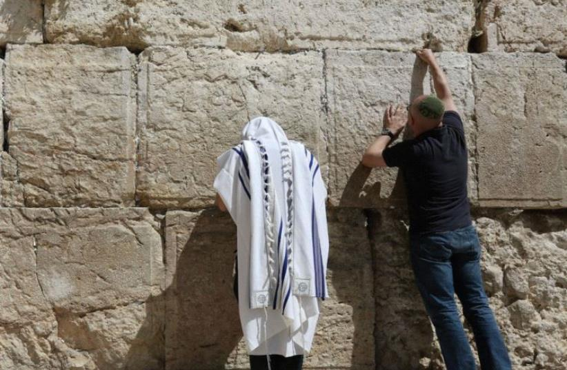 Prayer at Western Wall (photo credit: MARC ISRAEL SELLEM)