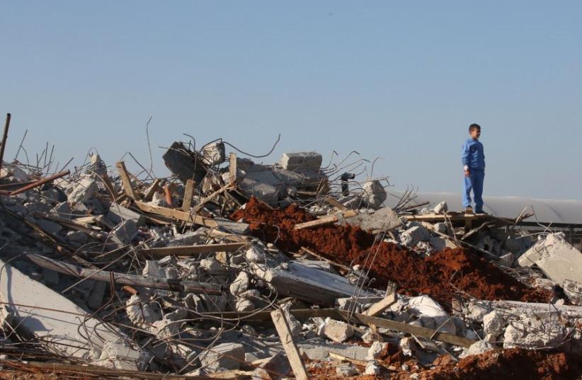 IDF demolishes illegal structures in Kalansuwa  (photo credit: MARC ISRAEL SELLEM)