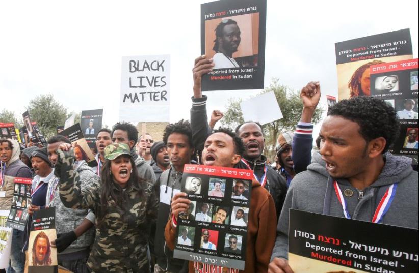 African refugees demonstration in front of Jerusalem Supreme Court (photo credit: MARC ISRAEL SELLEM/THE JERUSALEM POST)