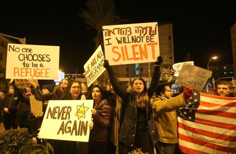 Protesting in Jerusalem against the US travel ban on Jan. 29, 2017 (photo credit: MARC ISRAEL SELLEM/THE JERUSALEM POST)