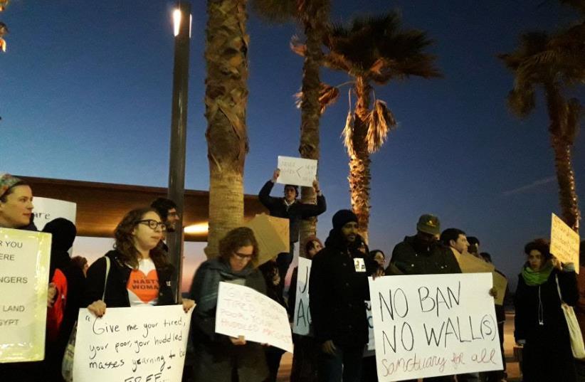Protest in Tel Aviv against US travel ban on Jan. 29, 2017 (photo credit: TAMARA ZIEVE)