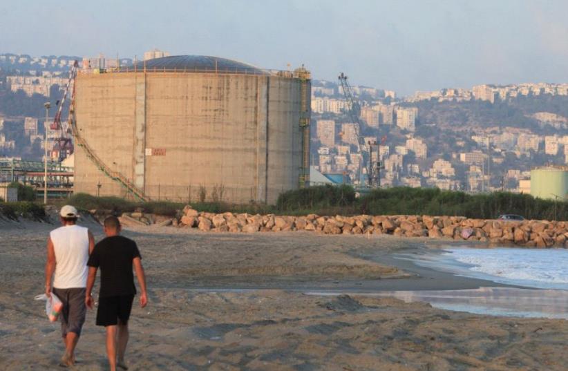 Haifa Bay's 12,000-ton ammonia tank (photo credit: MAX YELINSON/ MAARIV)