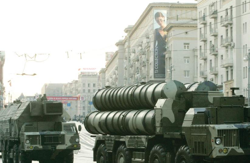 The Russian S-300 anti-missile rocket system moves along a central street during a rehearsal for a military parade in Moscow in 2009 (photo credit: REUTERS)