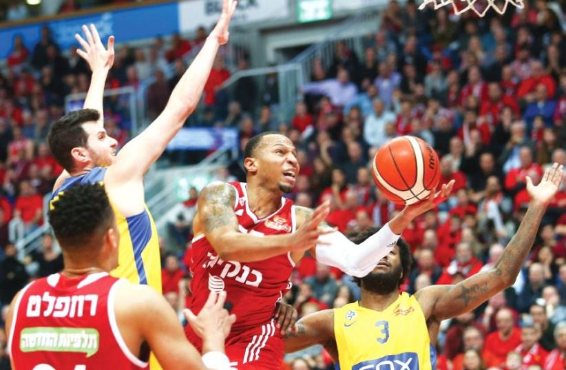 Hapoel Jerusalem guard Curtis Jerrells looks to continue his rich vein of form in tonight's Eurocup Top 16 clash against Nizhny Novgorod in Russia. (photo credit: DANNY MARON)