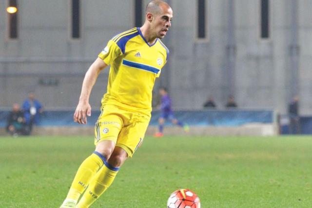 Maccabi Tel Aviv winger Tal Ben-Haim scored the only goal of last night's 1-0 win over Maccabi Petah Tikva in the first leg of the State Cup quarterfinals (photo credit: ADI AVISHAI)