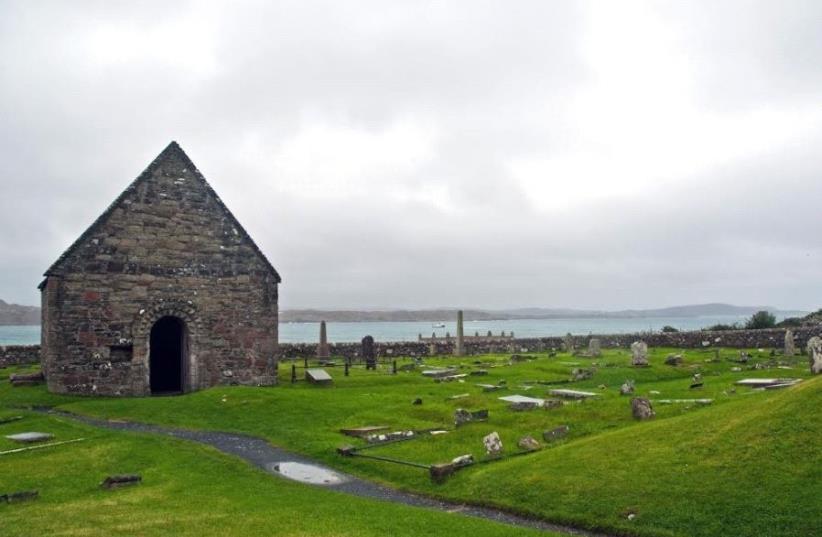 A chapel in Iona, Scotland (photo credit: Wikimedia Commons)