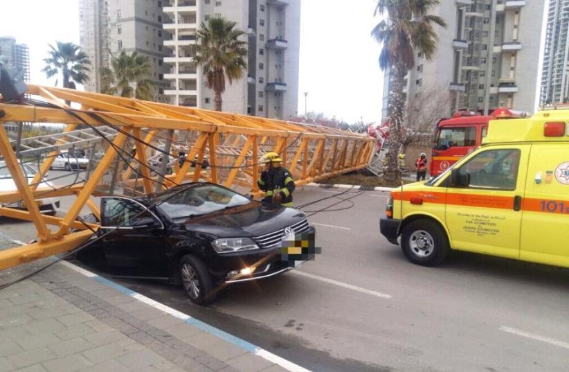 Crane collapse in Bat Yam (photo credit: MDA)