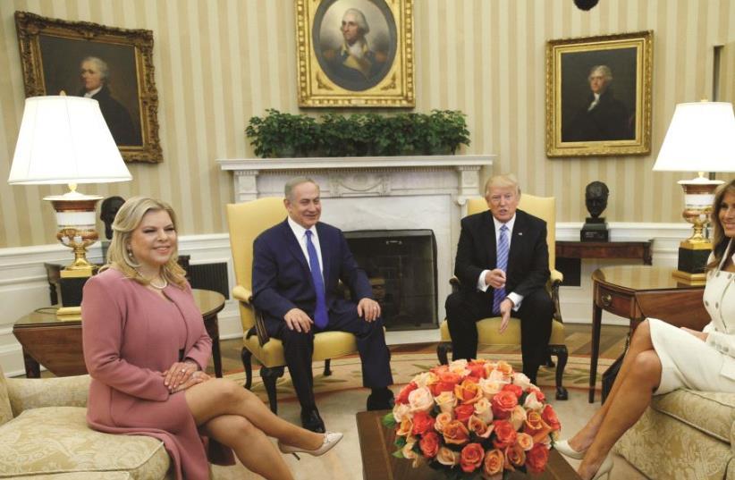 Benjamin Netanyahou, Donald Trump et leurs épouses (photo credit: REUTERS)