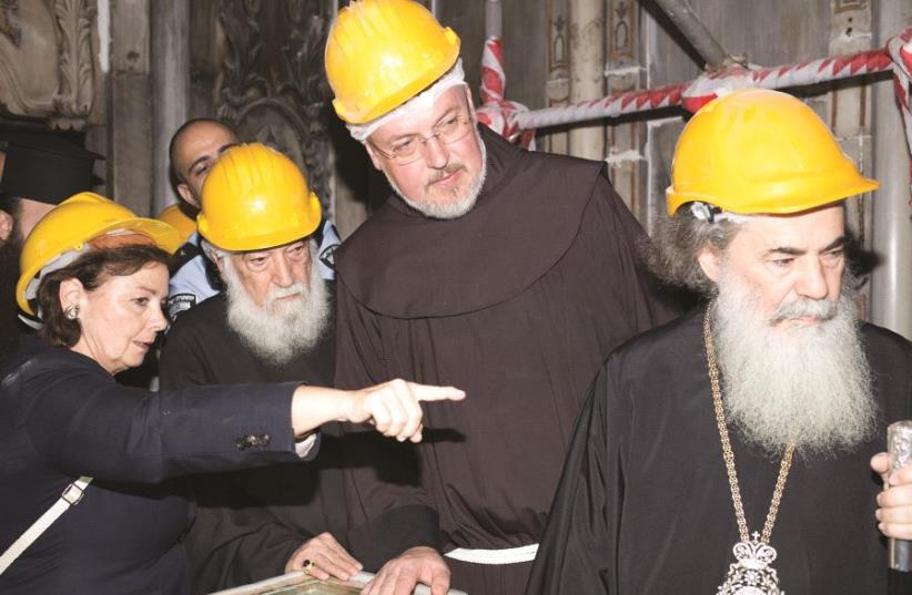 A. Moropoulou, le patriarche arménien Manougian, le Frère Francesco Patton et le patriarche grec de Jérusalem Theophilos III (photo credit: ELISAVET TSILIMANTOU. JERUSALEM PATRIARCHATE – NATIONAL TECHNICAL UNIVERSITY OF ATHENS)