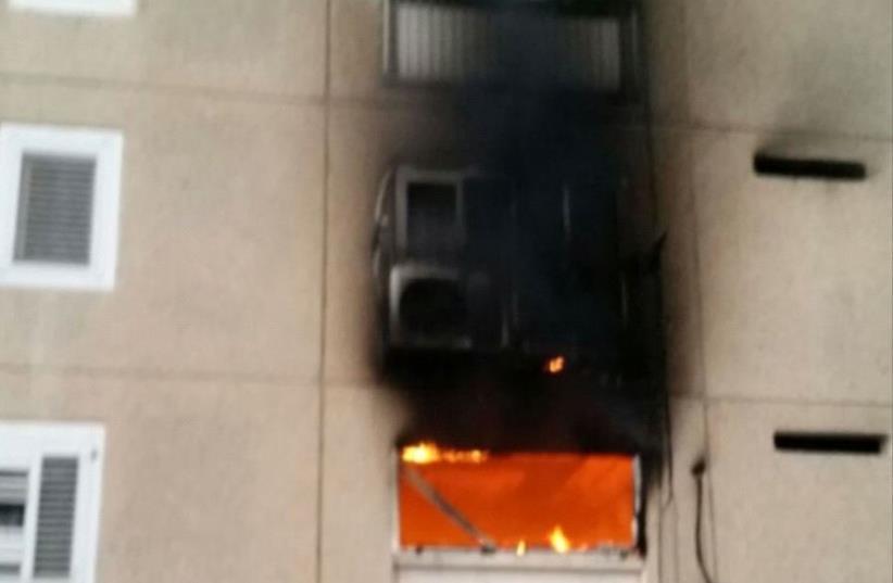 Apartment fire in Dimona (photo credit: DOR RAMON/ MDA)