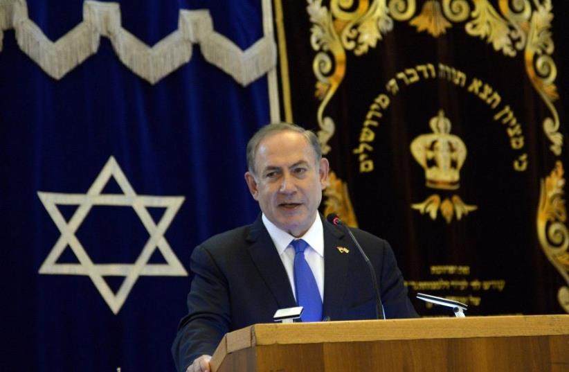 PM Benjamin Netanyahu speaks to Singapore's Jewish community before leaving to Australia (photo credit: CHAIM ZACH / GPO)