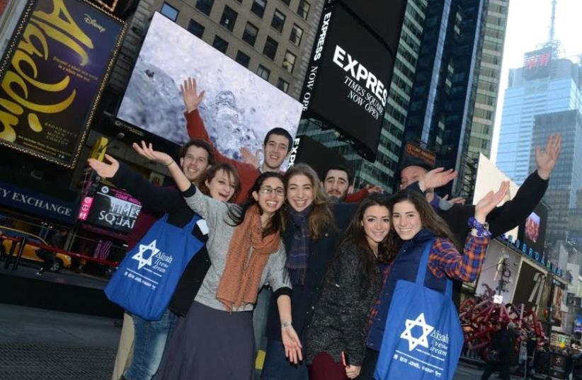Future NBN olim gather in Times Square (photo credit: NEFESH B'NEFESH)