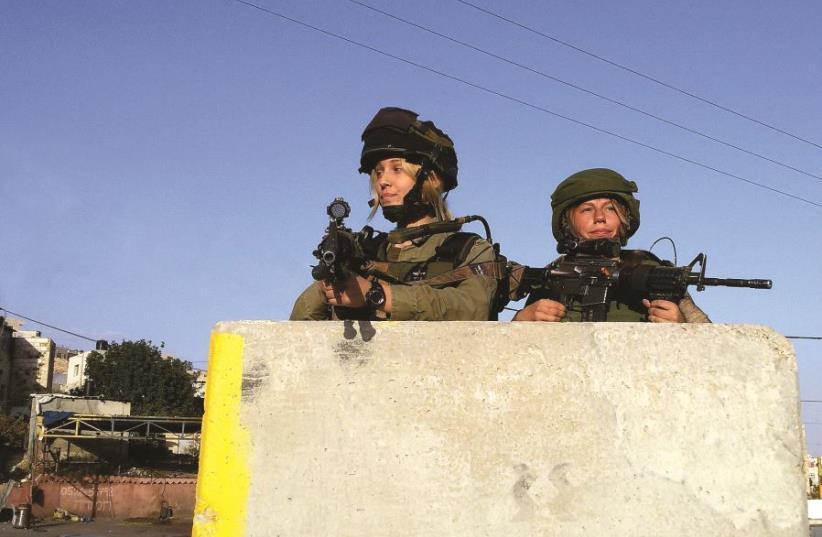 Soldates de l'unité combattante Masada  à proximité du village de Hizma (photo credit: PAUL ALSTER)