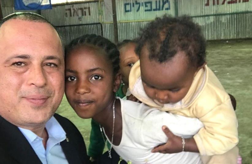Hilik Bar with Ethiopian-Jewish kids (photo credit: COURTESY HILIK BAR)