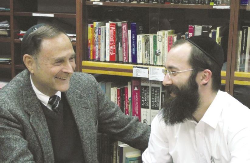 Le Dr Yisrael Levitz (à gauche) avec un de ses anciens stagiaires à l'Institut de la famille  (photo credit: DR)