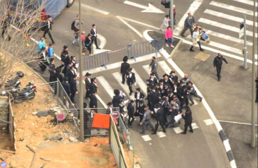 Haredi protesters at the Jerusalem marathon. (photo credit: ISRAEL POLICE)